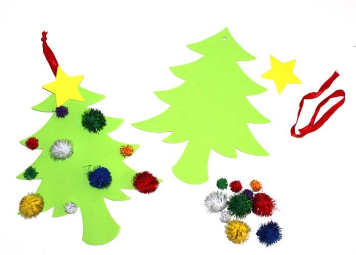 POM POM CHRISTMAS TREE KIT (MAKES 30) - Click for more info